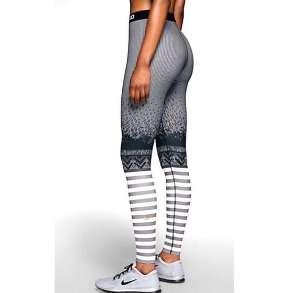 be33159702183 Nike Pro Hyperwarm Print Training Tights Leggings.  M_5cb690237f617f7c3f139e0e